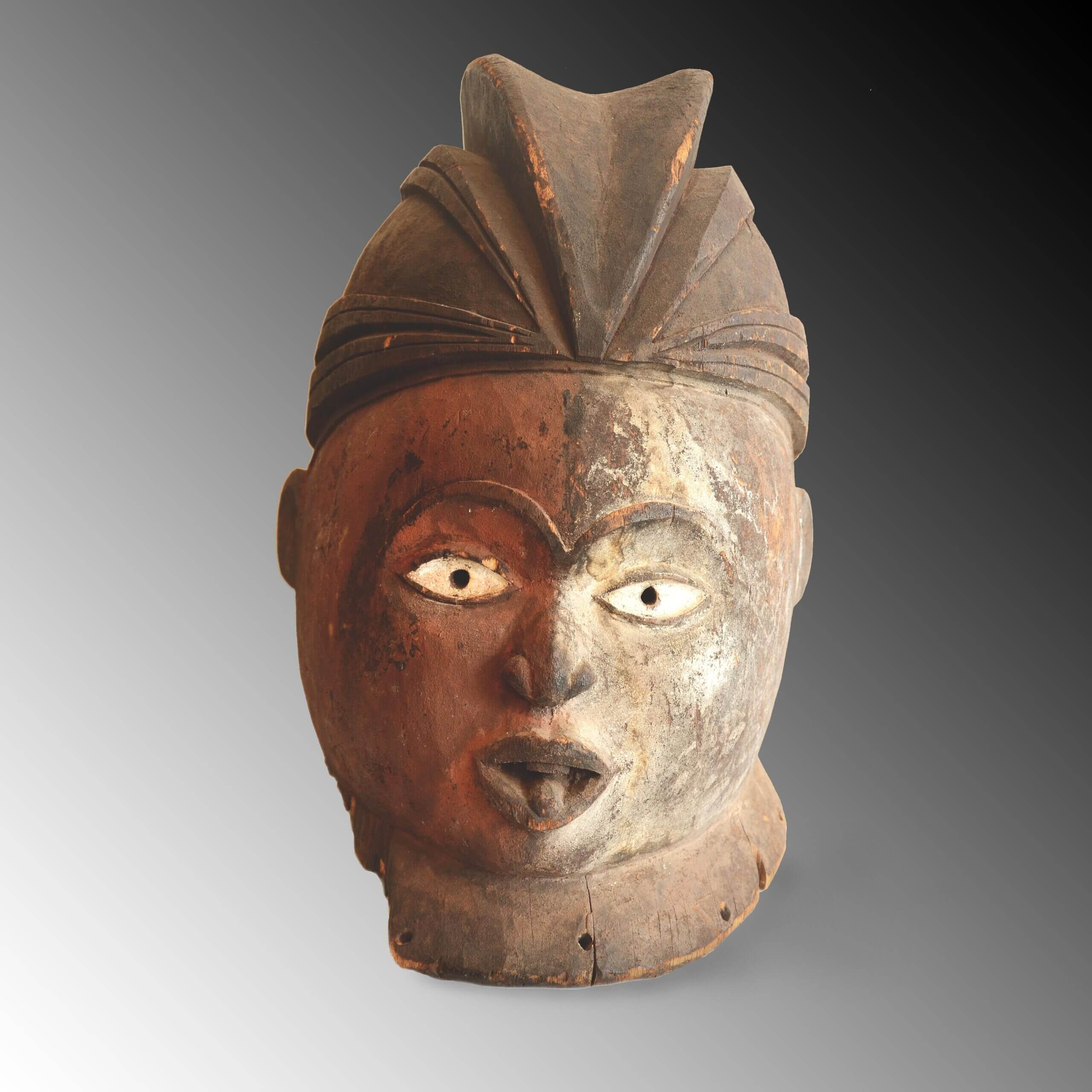 A Bavili mask